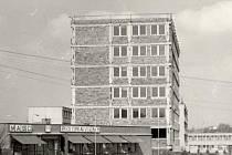 Před revolucí v roce 1989 měla státní bezpečnost sídlo v blanenské Bezručově ulici. Společně s tehdejší policií. Ta budovu obývá dosud.