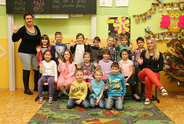 Děti z1. B ze ZŠ T. G. Masaryka Blansko spaní učitelkou Lindou Flekovou a asistentkou Klárou Formánkovou.