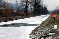 Pod chlapcem se na řece Svitavě v Blansku za tamním supermarketem Lidl propadl led. Skončil v nemocnici.