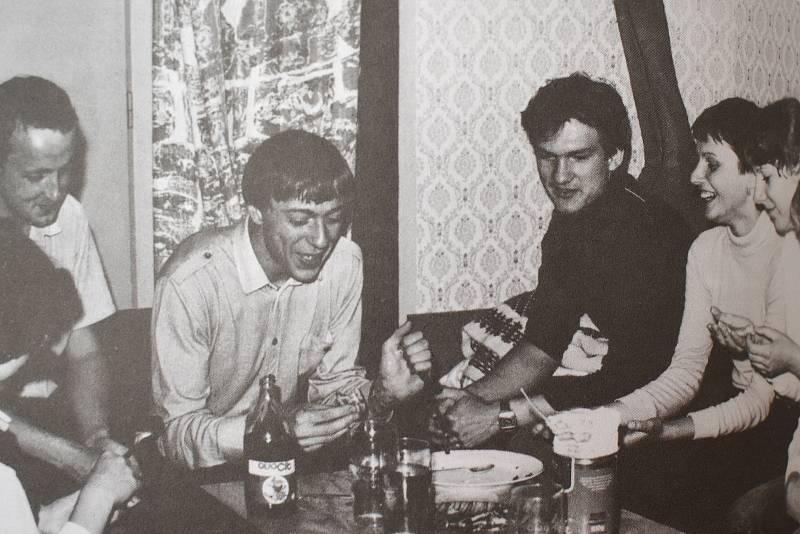 Tělo studenta Pavla Švandy bylo za podivných okolností nalezeno 10. října 1981 na dně propasti Macocha v Moravském krasu na Blanensku.