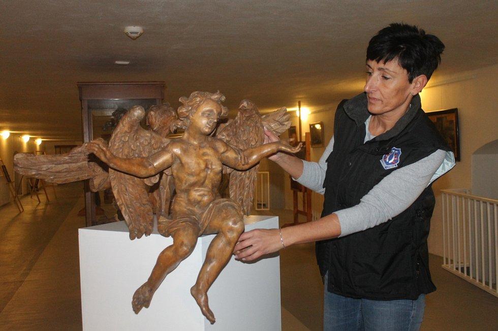 Lidé mohou o víkendu navštívit adventně vyzdobený zámek v Lysicích. Uvidí i výstavu andělů.