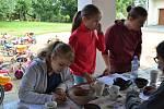 Na tři dny archeologem. Vkurzu se naučili určovat stáří nálezů.