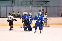 DOBRÝ ÚVOD. Hokejisté Dynamiters (v modrém) šli do vedení, ale Boskovice duel obrátily.