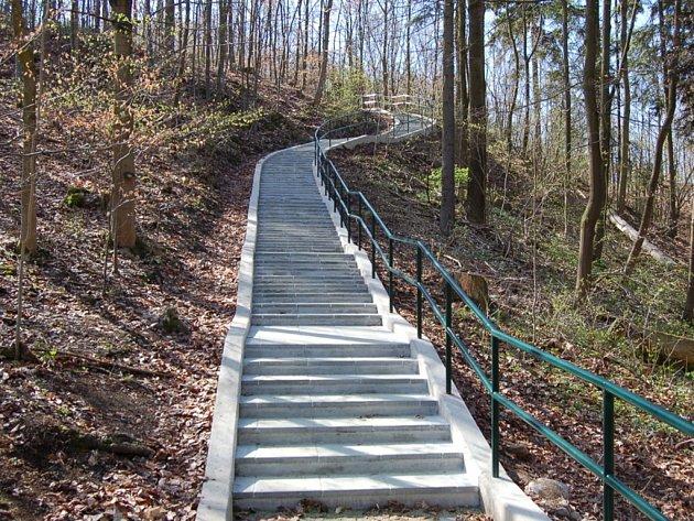 Na Macochu už vedou nové schody. Pohodlnější a bezpečnější.