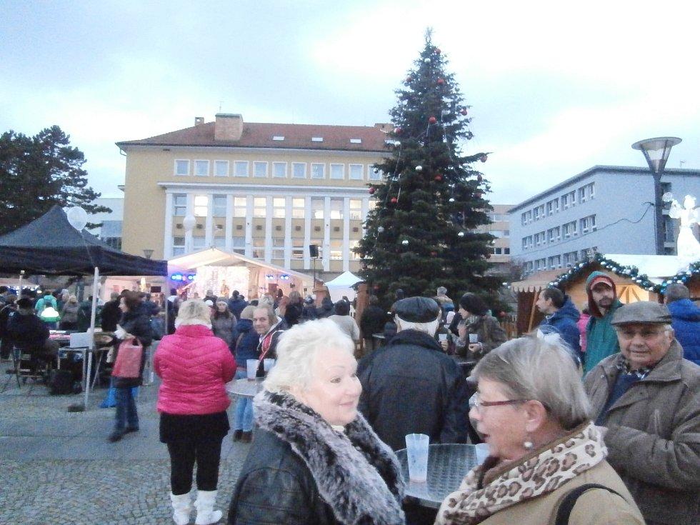 Blanenští rozsvítili vánoční strom.