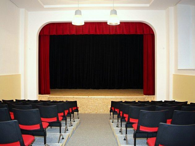 Nový divadelní sál v prostorách Základní školy v Kunštátě.