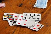 Pohostinství Boby v Okrouhlé zaplnili hráči mariáše. Hrál se tradiční mariášový turnaj Okrouhlecké eso. Vítěz turnaje, Jiří Vyklický ze Suchého, si odnesl půlku prasete.