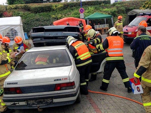 Čtvrté místo. Vkonkurenci dalších osmnácti týmů. Profesionální hasiči zpožární stanice vBoskovicích se VPraze blýskli na Memoriálu Františka Kohouta ve vyprošťování zraněných osob znabouraných aut. Memoriál se konal už podvacáté.