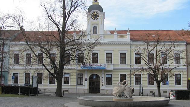 Radnice na náměstí Svobody v Blansku.