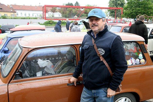 Koníčkem Jana Šustáčka zBlanska je motorismus a stará auta.