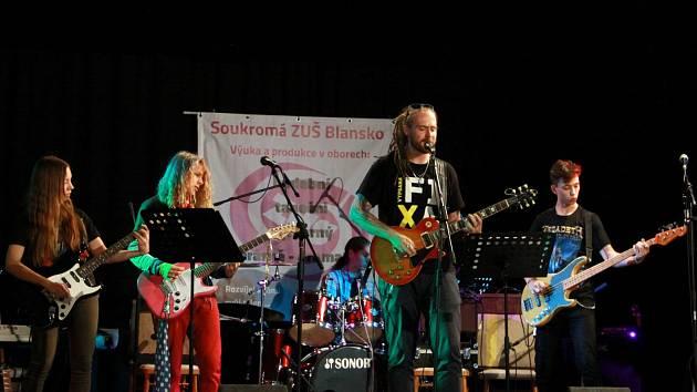 Koncert rockové muziky v podání studentských kapel SZUŠ Blansko.