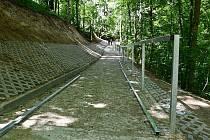 Opravili cestu v blanenském Lovětíně.