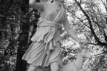 Socha Diany s laní, nazývaná též Diana z Versailles.