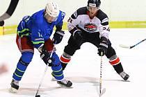 V okresním derby krajské hokejové ligy prohráli Dynamiters Blansko (modré dresy) s Minervou Boskovice 2:5.