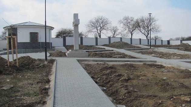 Ve Vavřinci postavili nový hřbitov. Obyvatelé od června nebudou muset blízké pohřbívat v okolních obcích.