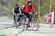 Cyklisté v Adamově mají problémy s obnovenou železniční vlečkou.