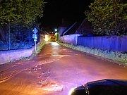 Zničené předzahrádky domů v ulici k Číhadlu a nánosy bahna na silnicích. To jsou následky nedělní povodně ve Velkých Opatovicích na Blanensku. FOTO/Hasičský záchranný sbor Jihomoravského kraje