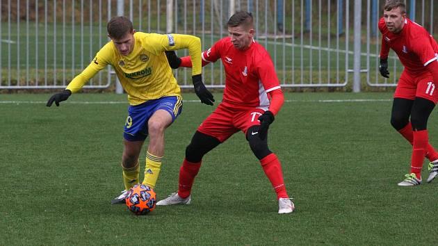 Blanenští fotbalisté (červená) se na začátku přípravy střetli s prvoligovým týmem ze Zlína, kterému podlehli 1:4.