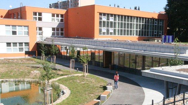Místo sportu vzdělání, místo haly centrum za 76 milionů. Slavnostně ho otevřeli