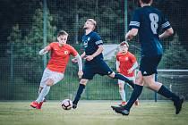 Fotbalisté Boskovic (červené dresy) mají na úvod sezony krajského přeboru výbornou formu.