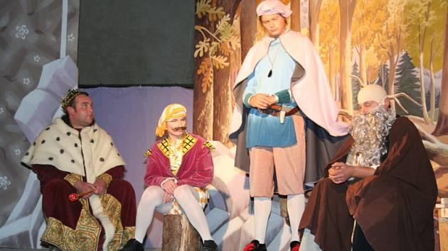 Z barokního divadla ve Valticích moc nezbylo. Přesto se v něm v pátek a v sobotu hrálo divadlo i hudba.