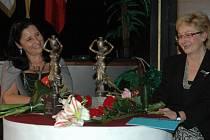 Výtvarnice Irma Charvátová (na snímku vpravo), galeristka, učitelka výtvarných oborů. Sedmnáct let pracovala v Okresním kulturním středisku Blansko jako metodička pro foto-film-výtvarnictví.