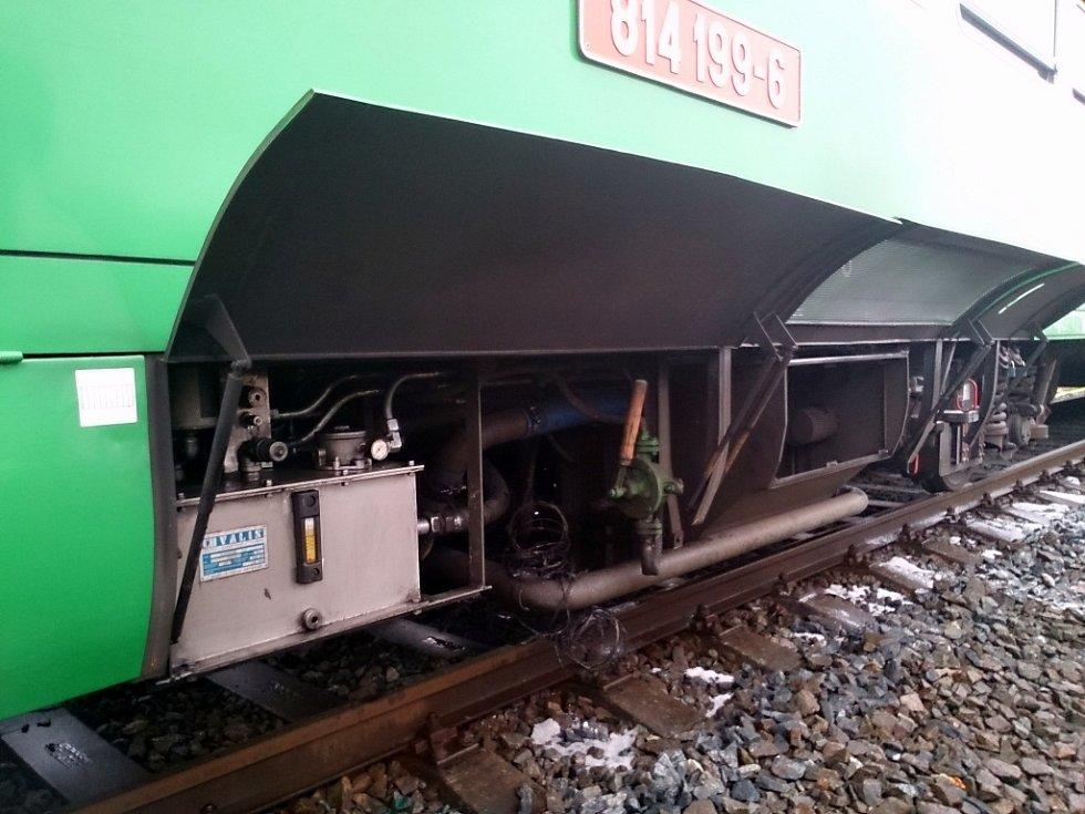 U Knínic hořel motorový vlak.
