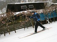 Běžkaři vyrazili prozkoumat první sníh. Ilustrační foto.