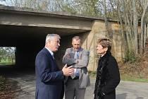 Mostní stavby nedokončené takzvané Hitlerovy dálnice u Vanovic a u Bačova. Most u Drnovic. V těchto lokalitách tento týden debatovali zástupci Ministerstva dopravy a Ředitelství silnic a dálnic o výstavbě silnice D43. Ta má vést také přes Blanensko a odle