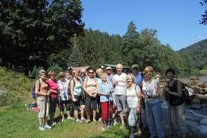 Adamovští turistí při vycházce kolem Svratky.