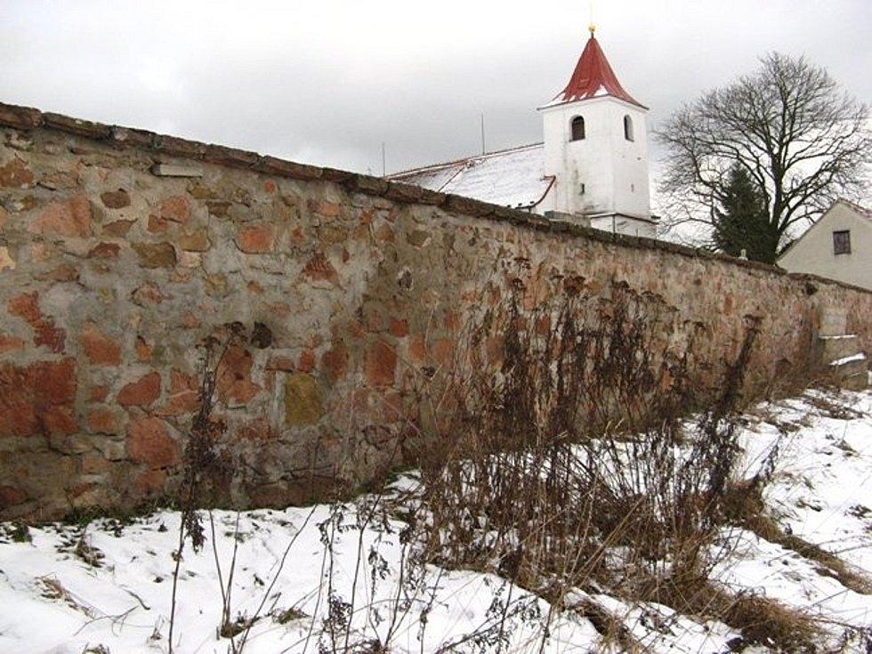 V dnešním díle se vypravíme za kříži a kameny do Újezdu u Černé Hory na Blanensku, do obce Kolinec na Klatovsku a také do obce Blanice na Strakonicku.