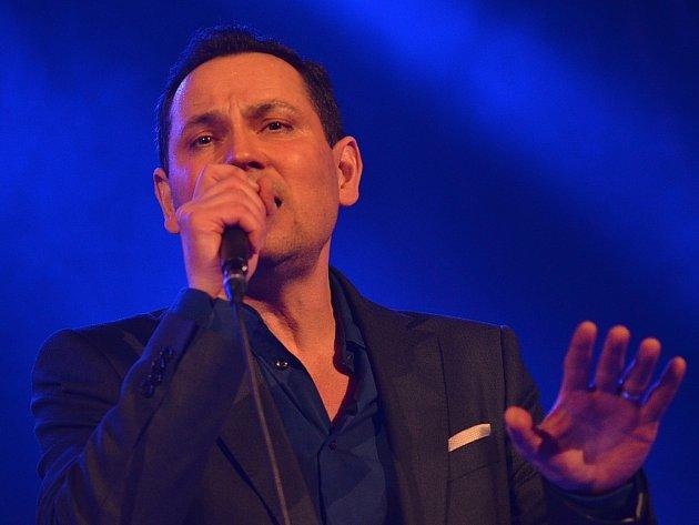 Při vánočním koncertě v Letovicích zazpíval Pavel Vítek.