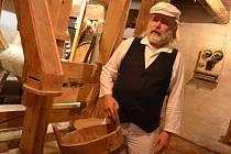 Jak se za starých časů mlela mouka ve vodním mlýně s mlýnským kolem, se mohli přesvědčit návštěvníci, kteří v sobotu zavítali do Býkovic.