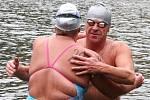 V sobotu se na blanenské přehradě Palava uskutečnil závod Českého poháru v zimním plavání. Byly tři stupně nad nulou a voda měla pět stupňů.