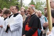 Ve Křtinách letos slaví 800 let od zjevení Panny Marie. Slavnostní mši celebroval kardinál Giovanni Coppa, který požehnal i novým božím mukám.