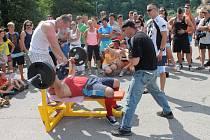 Tlačení dvoutunového auta, zdolání trati se dvěma šedesátikilovými kolejnicemi v rukou nebo přenášení osmdesátikilové nádoby. I v těchto disciplínách změřilo dvanáct svalnatých mužů své síly díky druhému ročníku Boskovického strongmana.