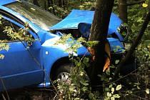 Dvě nehody, které se staly krátce po sobě, zablokovaly ve středu před polednem silnici mezi Blanskem a Šebrovem. Skončily se dvěma lehkými zraněními. Místo nehody bylo volně průjezdné až kolem půl druhé odpoledne.