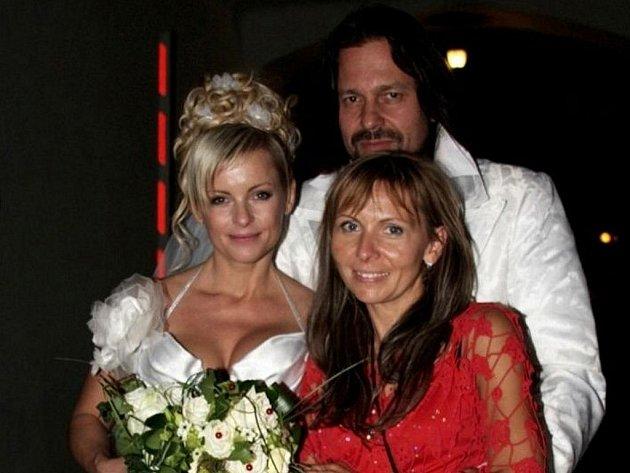 Ilona Stryová navštívila díky houslím zajímavá místa a setkala se s řadou lidí z českého showbyznysu.