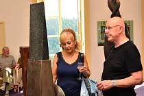 Čeští a slovenští výtvarníci společně vystavují svá díla na zámku v Letovicích.