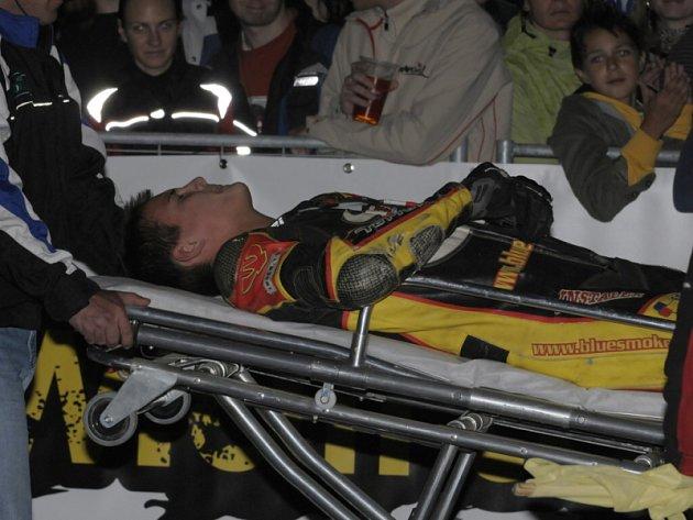 Při Supermoto night show se zranil závodník