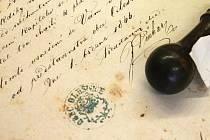 Sokolské a hasičské kroniky, razítka, věstníky, diplomy či stanovy spolků a jejich korespondence. To vše je součástí výstavy Státního okresního archivu Blansko.