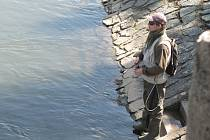 Rybářům začala na pstruhových revírech sezona.