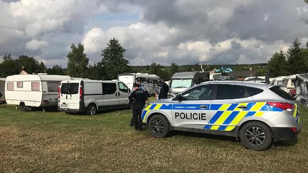Policisté v době konání festivalu Vesuf v obci Suchý posílili hlídky.