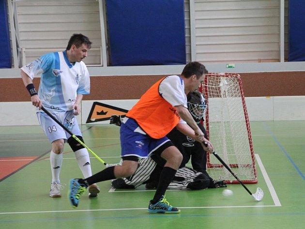Jedovnická sportovní hala hostila turnaj jihomoravské ligy ve florbale. Boskovice v derby porazily těsně Adamov.