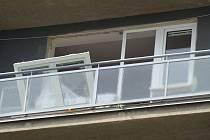 Při pátečním výbuchu v bytě na Dvorské ulici v Blansku se zranil pětadvacetiletý muž.