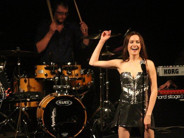 V blanenském Dělnickém domě zazpívala slovenská zpěvačka Kristína.