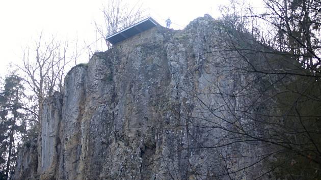 Propast Macocha a její okolí v Moravském krasu.