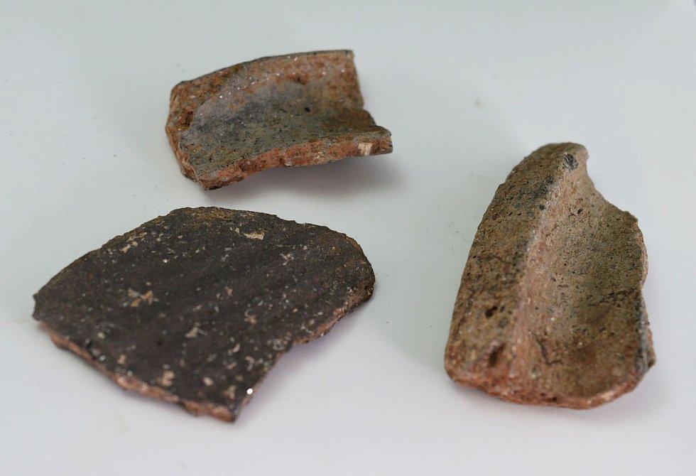 V lesích u Březiny na Brněnsku provedli archeologický průzkum, našli pozůstatky vápenné pece, které mohou být starší než blízké obce.