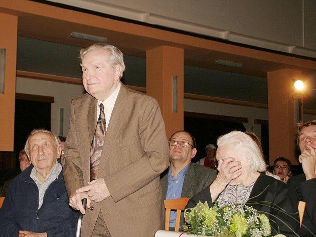 Na slavnostním večeru oslavili přátelé, příbuzní i příznivci poezie narozeniny kunštátských básníků, devadesátiny Ludvíka Kundery a posmrtně sté výročí narození Klementa Bochořáka.