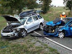 V katastru obce Petrov se čelně srazila dvě osobní auta.